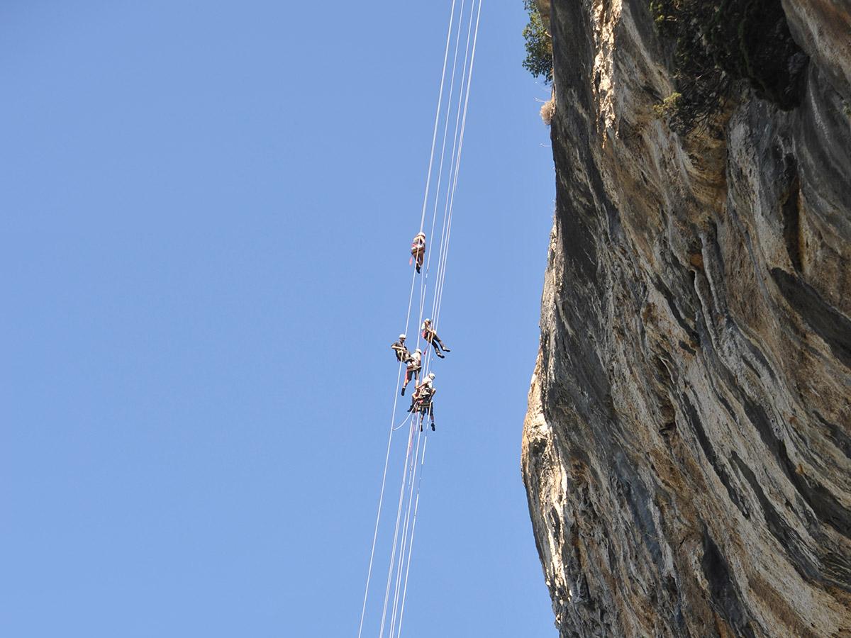 Descente géante en rappel en Ardèche