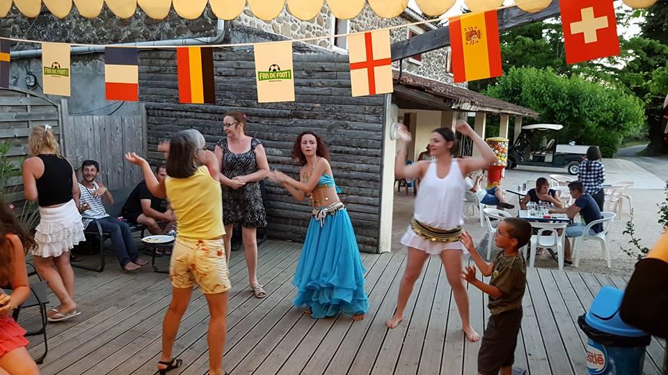 Animation dansante pour les campeurs