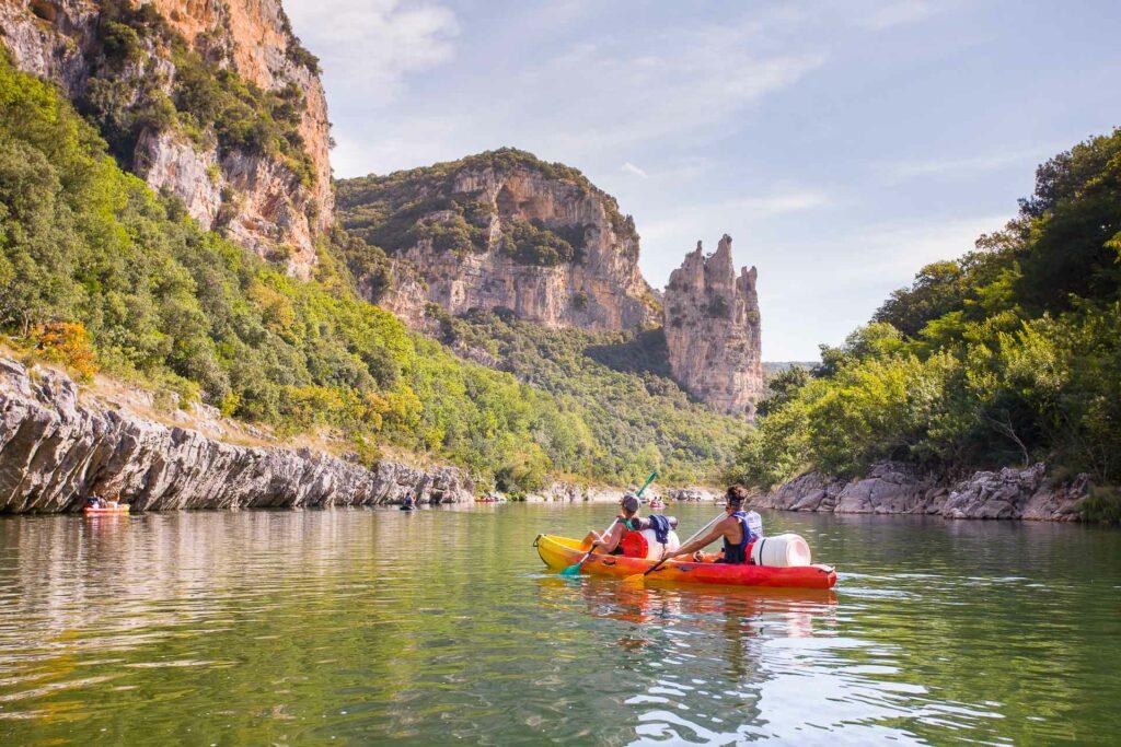 Top 5 des raisons de visiter l'ardèche : le canoe